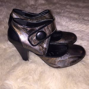 Shoes - Not Rated Metallic & Black Button Heels